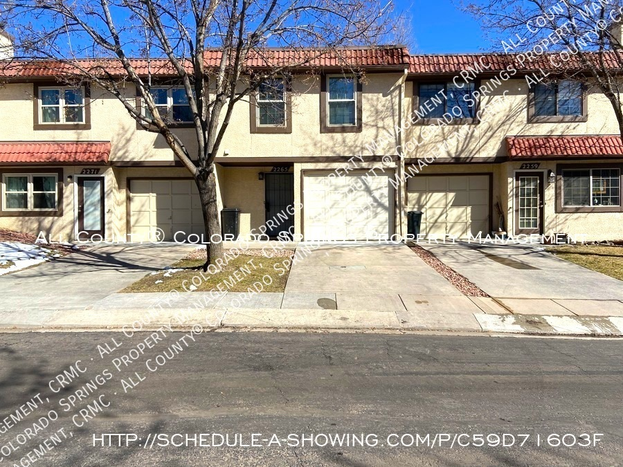 3-bedroom_townhome_for_rent_near_mountains_and_cheyenne_mountain_air_force_station-front2