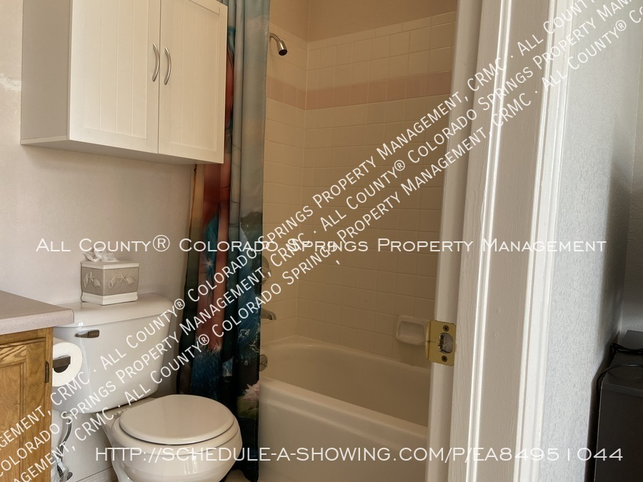 Rockrimmon_3-bedroom_townhome_for_rent_near_us_air_force_academy-37
