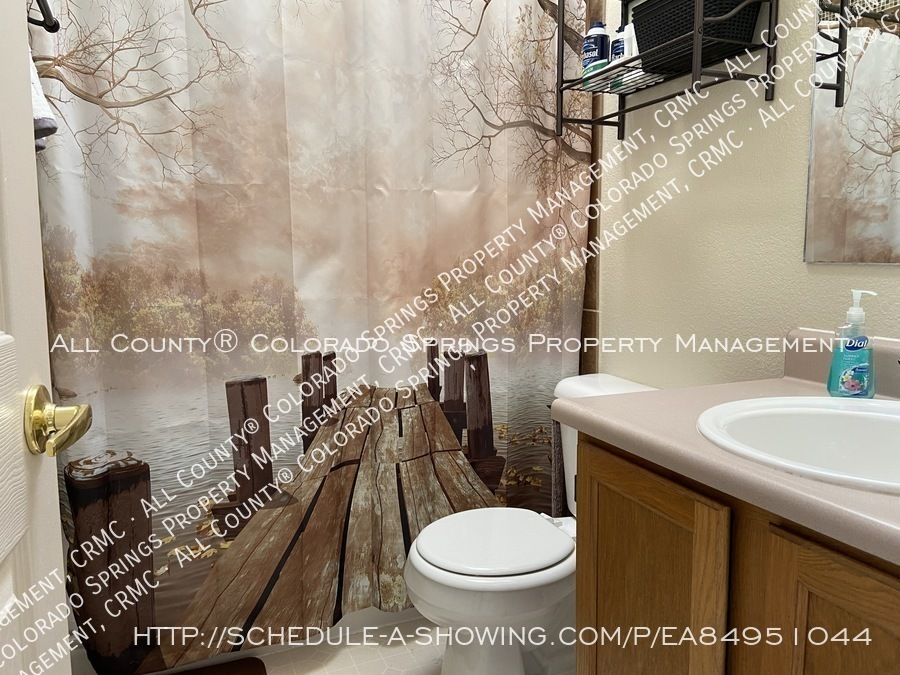 Rockrimmon_3-bedroom_townhome_for_rent_near_us_air_force_academy-39