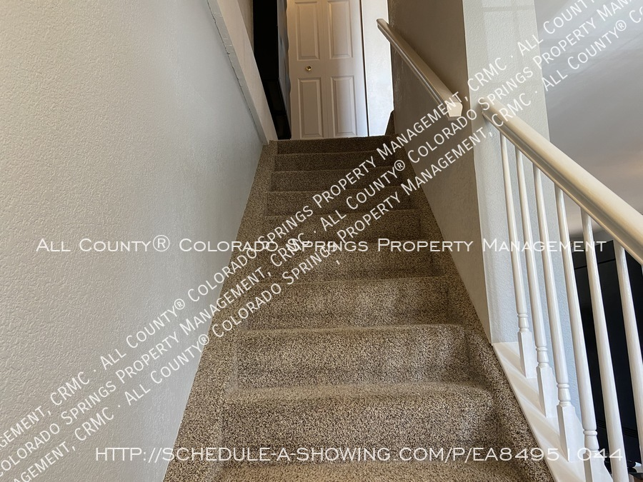 Rockrimmon_3-bedroom_townhome_for_rent_near_us_air_force_academy-32