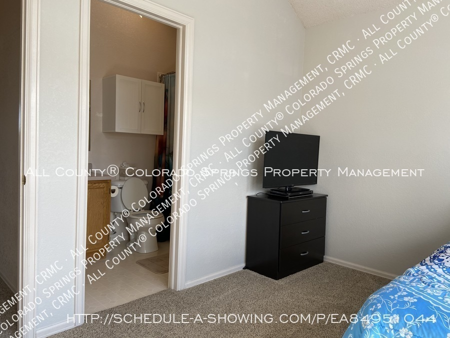 Rockrimmon_3-bedroom_townhome_for_rent_near_us_air_force_academy-35