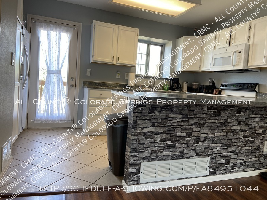 Rockrimmon_3-bedroom_townhome_for_rent_near_us_air_force_academy-21