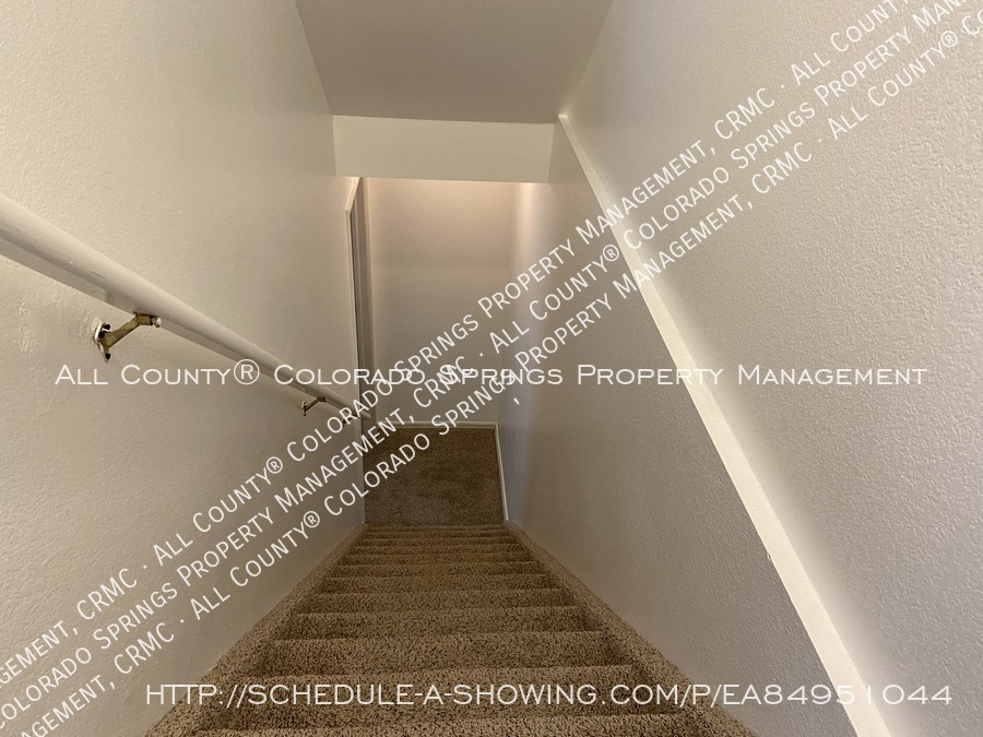 Rockrimmon_3-bedroom_townhome_for_rent_near_us_air_force_academy-27