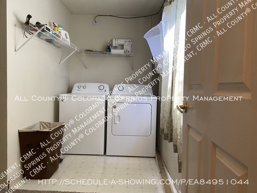 Rockrimmon_3-bedroom_townhome_for_rent_near_us_air_force_academy-03