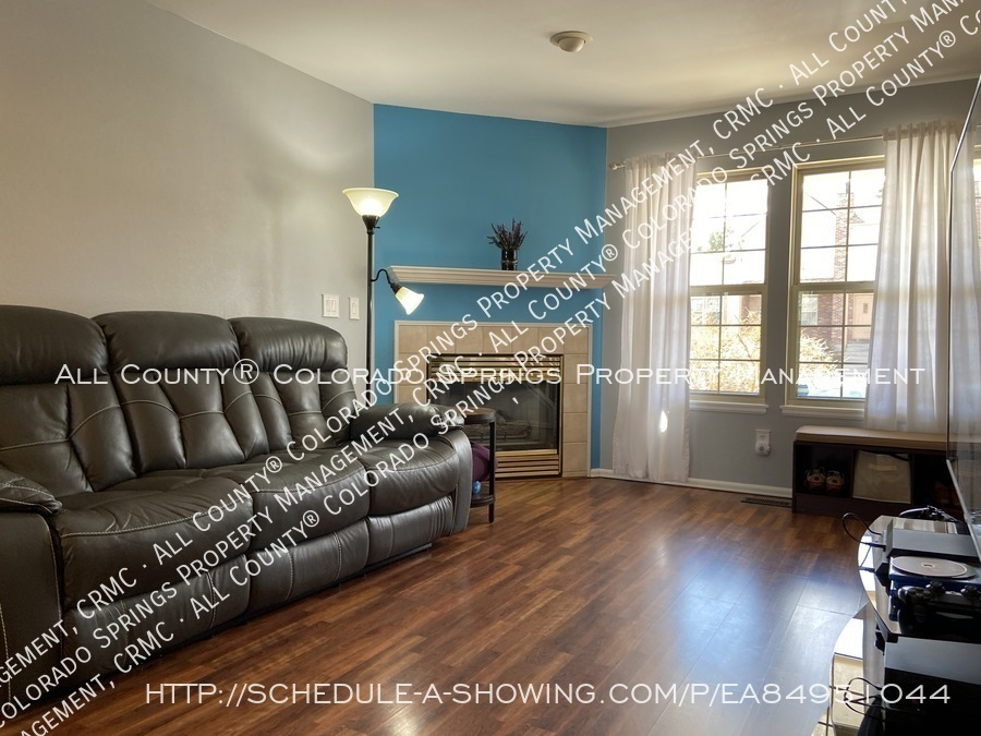 Rockrimmon_3-bedroom_townhome_for_rent_near_us_air_force_academy-02