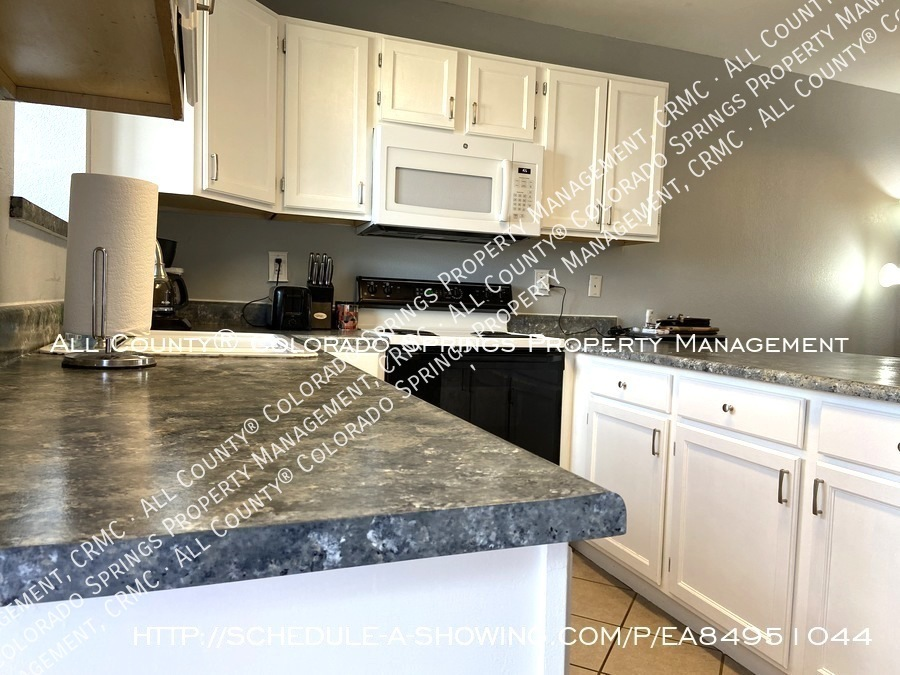 Rockrimmon_3-bedroom_townhome_for_rent_near_us_air_force_academy-51