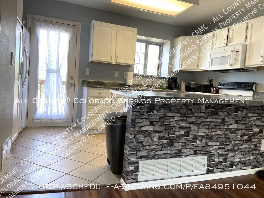Rockrimmon_3-bedroom_townhome_for_rent_near_us_air_force_academy-45