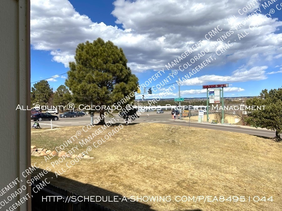 Rockrimmon_3-bedroom_townhome_for_rent_near_us_air_force_academy-47