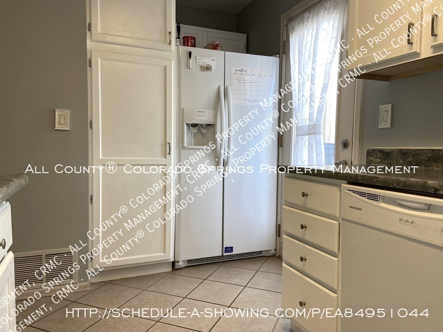 Rockrimmon_3-bedroom_townhome_for_rent_near_us_air_force_academy-48