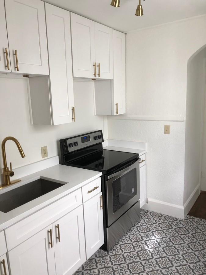 2420_burlington_-_kitchen_3