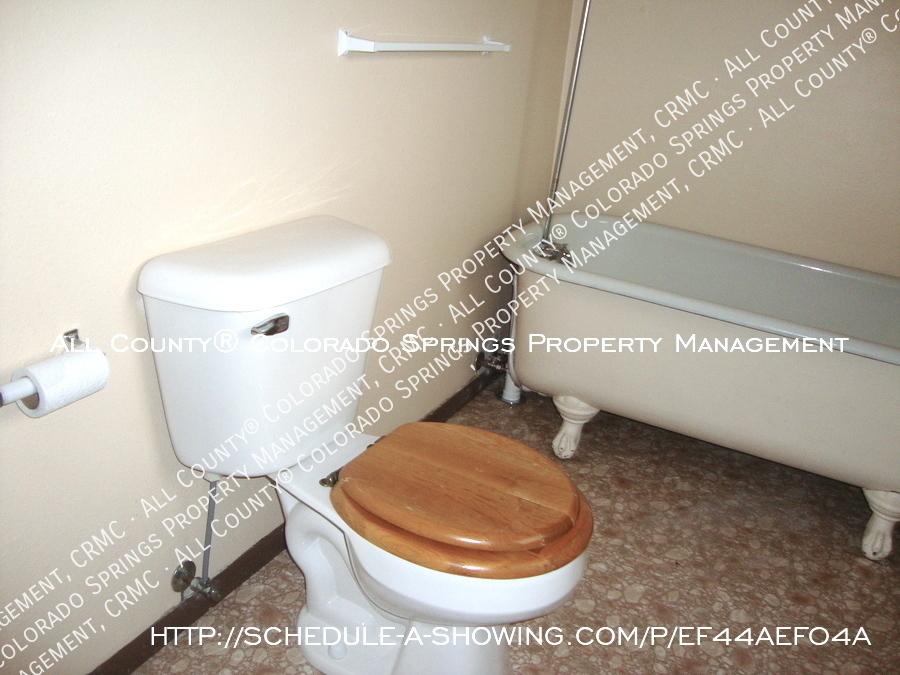 Victorian-style_cripple_creek_home_for_rent-bathroom