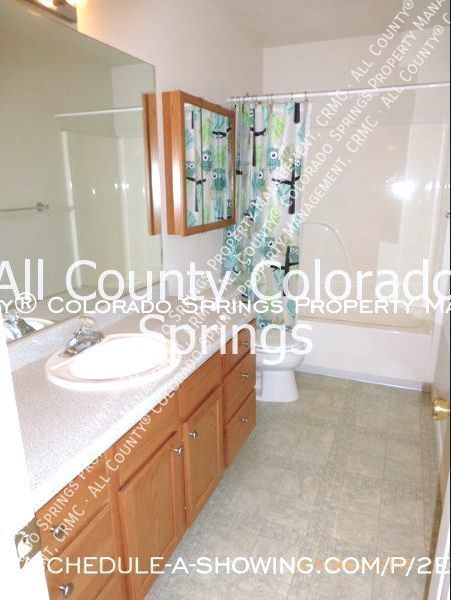 2-bedroom_pueblo_west_apartment_for_rent-3