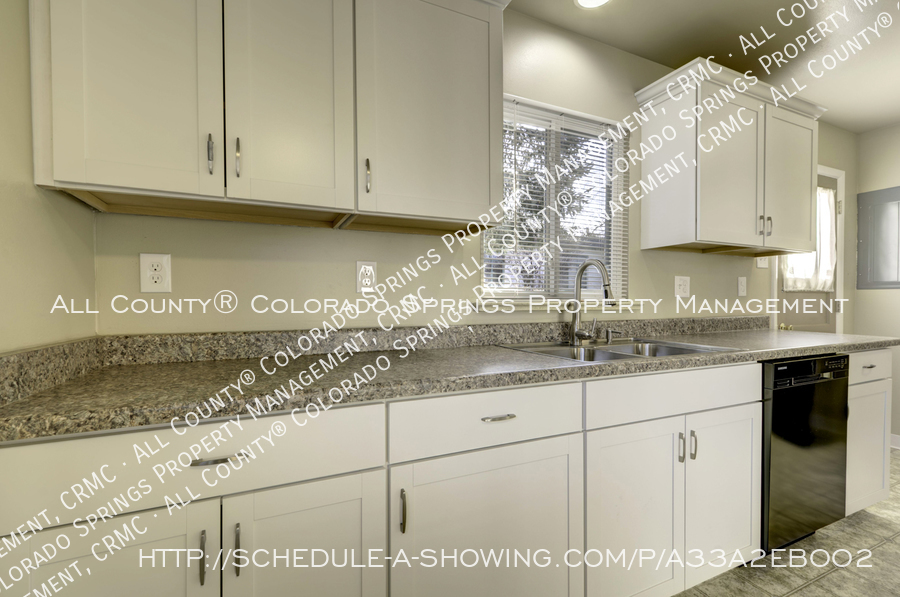 3-bedroom_home_for_rent_downtown_near_colorado_college_and_us_olympic_training_center-5
