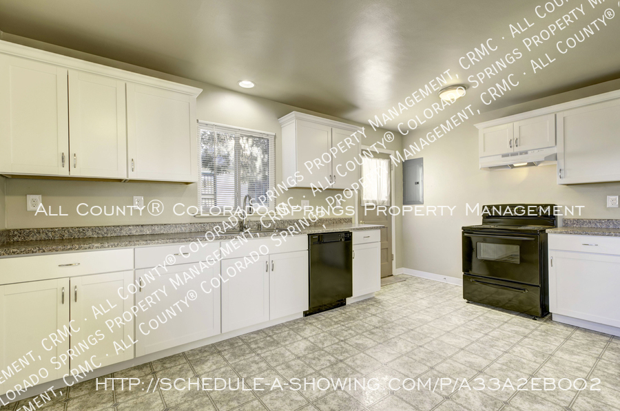 3-bedroom_home_for_rent_downtown_near_colorado_college_and_us_olympic_training_center-15