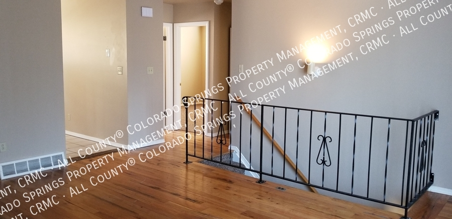 Railing_and_room