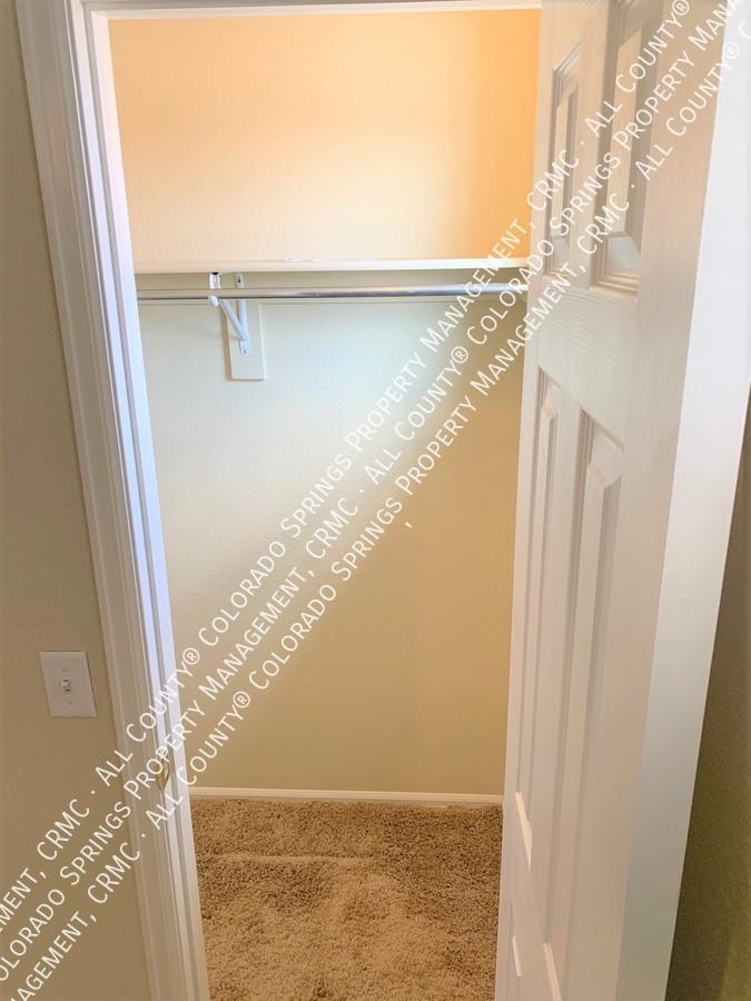 Bedroom_2_closet