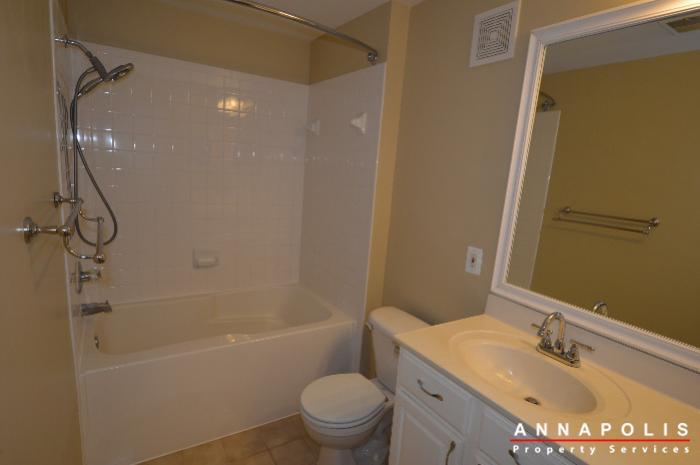 2159-scotts-crossing-001-id688-master-bath-a