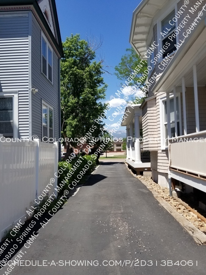 1-bedroom_apartment_for_rent_in_downtown_colorado_springs_victorian_home_near_colorado_college-alley