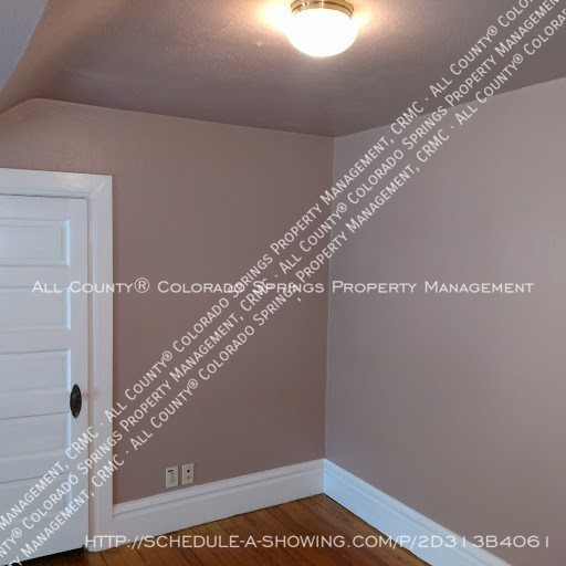 1-bedroom_apartment_for_rent_in_downtown_colorado_springs_victorian_home_near_colorado_college-bedroom2