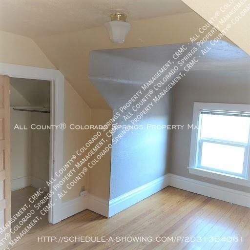 1-bedroom_apartment_for_rent_in_downtown_colorado_springs_victorian_home_near_colorado_college-breakfast_nook