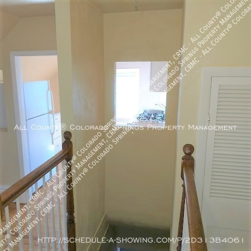 1-bedroom_apartment_for_rent_in_downtown_colorado_springs_victorian_home_near_colorado_college-entry_from_stairs
