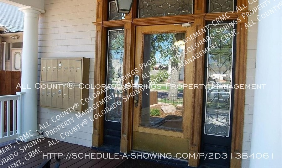 1-bedroom_apartment_for_rent_in_downtown_colorado_springs_victorian_home_near_colorado_college-front_door