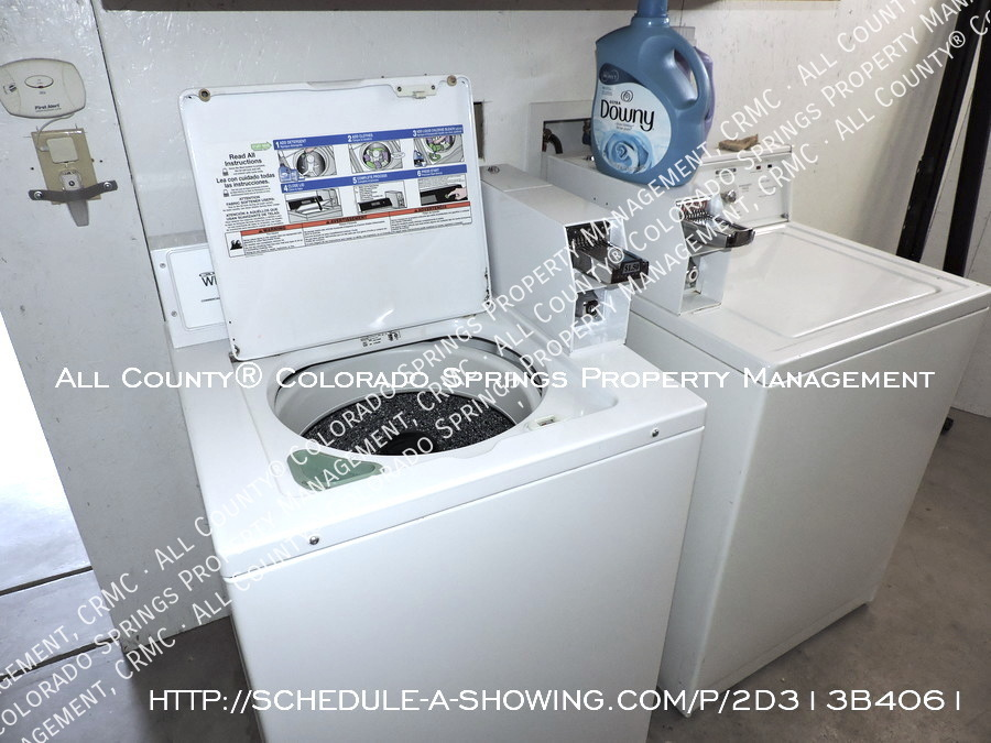 1-bedroom_apartment_for_rent_in_downtown_colorado_springs_victorian_home_near_colorado_college-laundry2