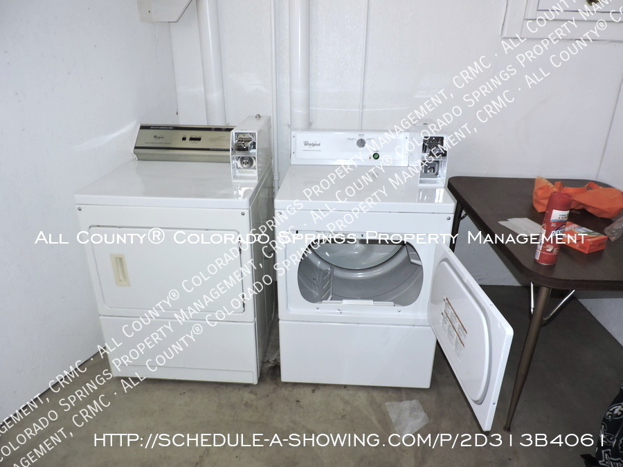 1-bedroom_apartment_for_rent_in_downtown_colorado_springs_victorian_home_near_colorado_college-laundry3
