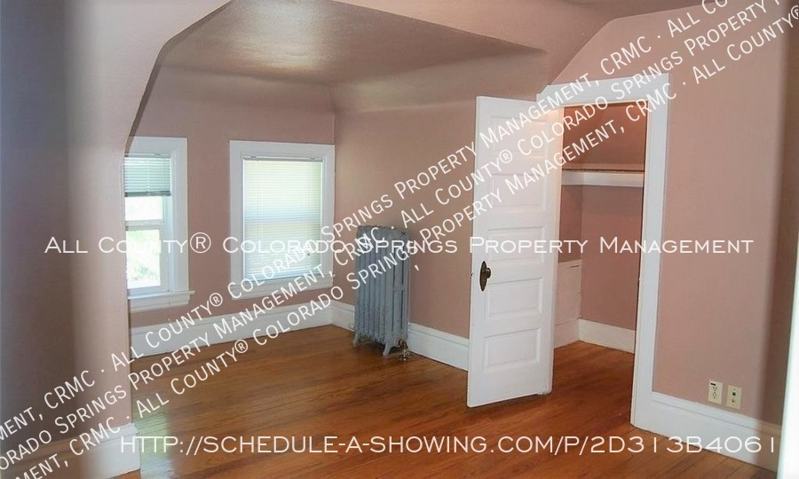 1-bedroom_apartment_for_rent_in_downtown_colorado_springs_victorian_home_near_colorado_college-room2