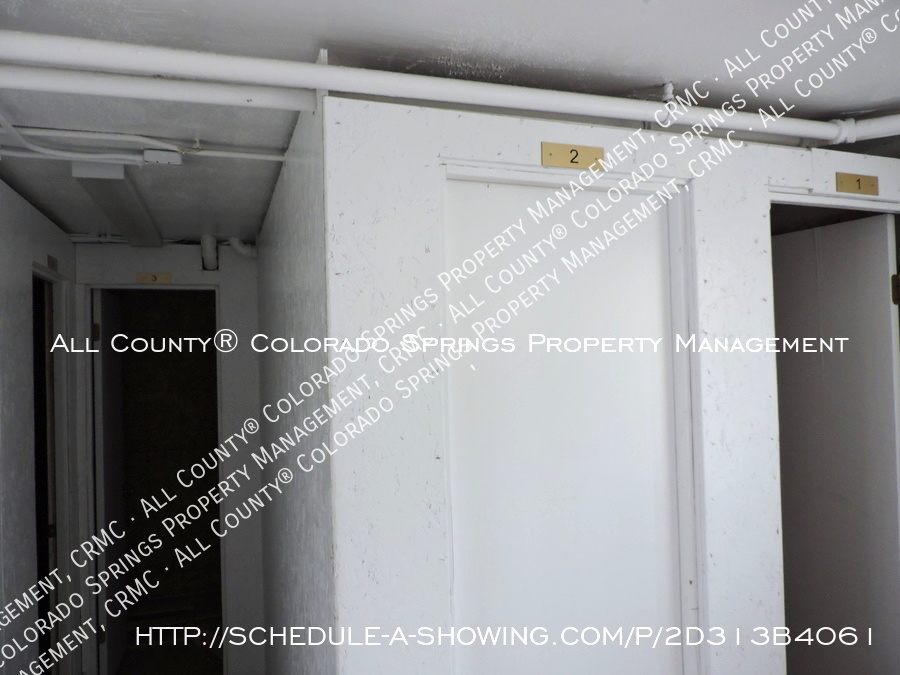 1-bedroom_apartment_for_rent_in_downtown_colorado_springs_victorian_home_near_colorado_college-storage