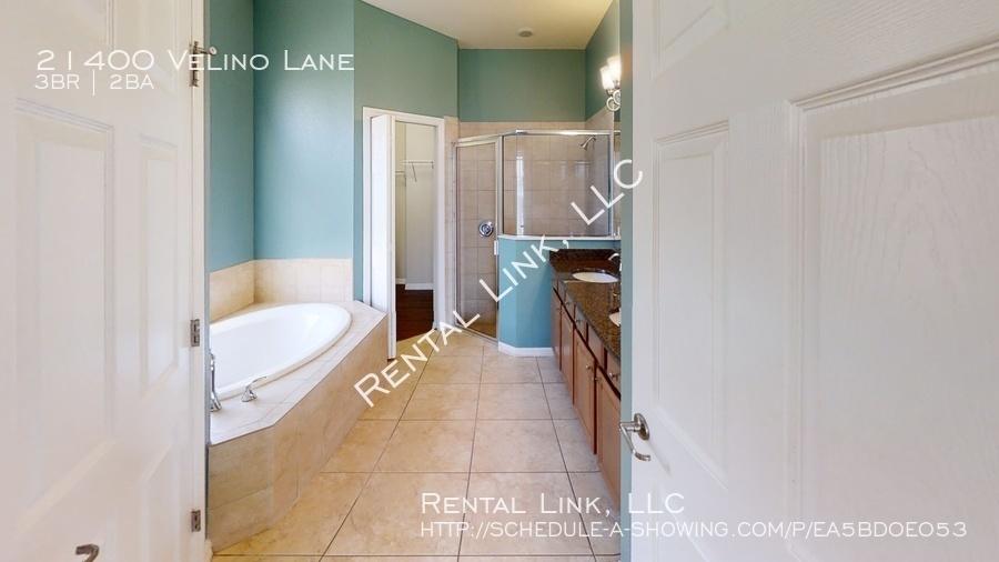 21400-velino-lane-bathroom