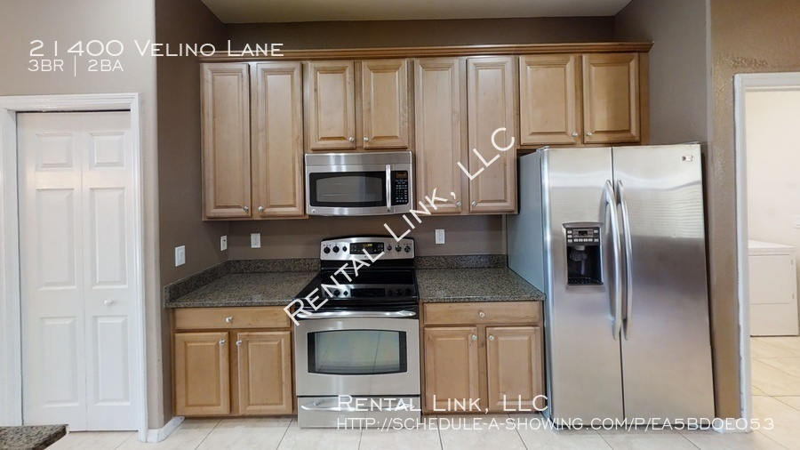 21400-velino-lane-kitchen%281%29