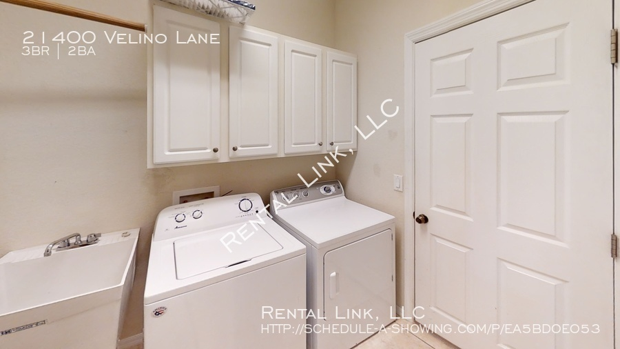 21400-velino-lane-laundry