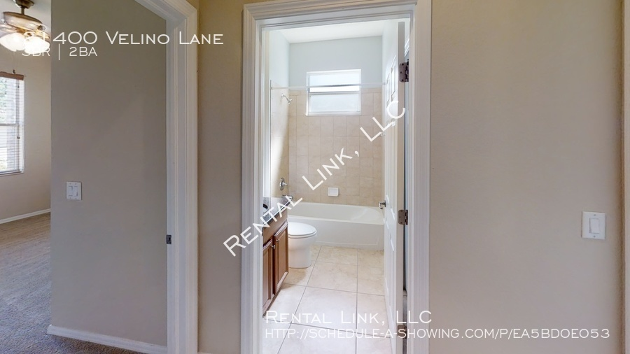 21400-velino-lane-bathroom%281%29