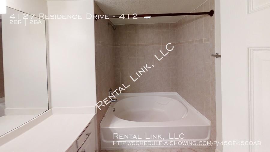 4127-residence-drive-bathroom
