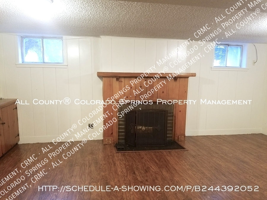 2_bedroom_apartment_for_rent_near_memorial_park_and_colorado_college_cc-a