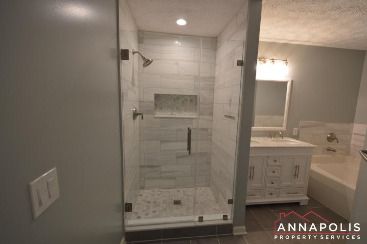 30j-ironstone-court-id1096-master-shower(2)