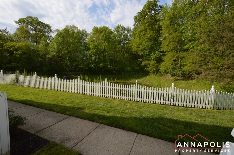 30j-ironstone-court-id1096-front-yard-view
