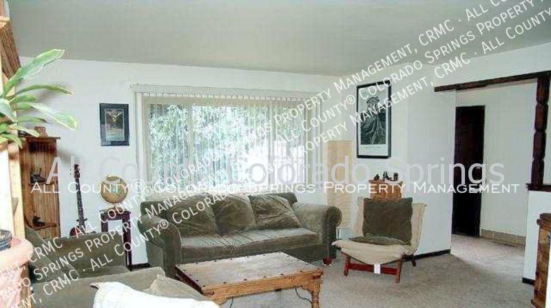 3-bedroom_east_side_home_for_rent_near_palmer_park-4