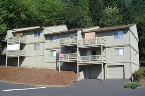 Beautiful Southeast Eugene hillside location - Eugene apartments for rent - backpage.com