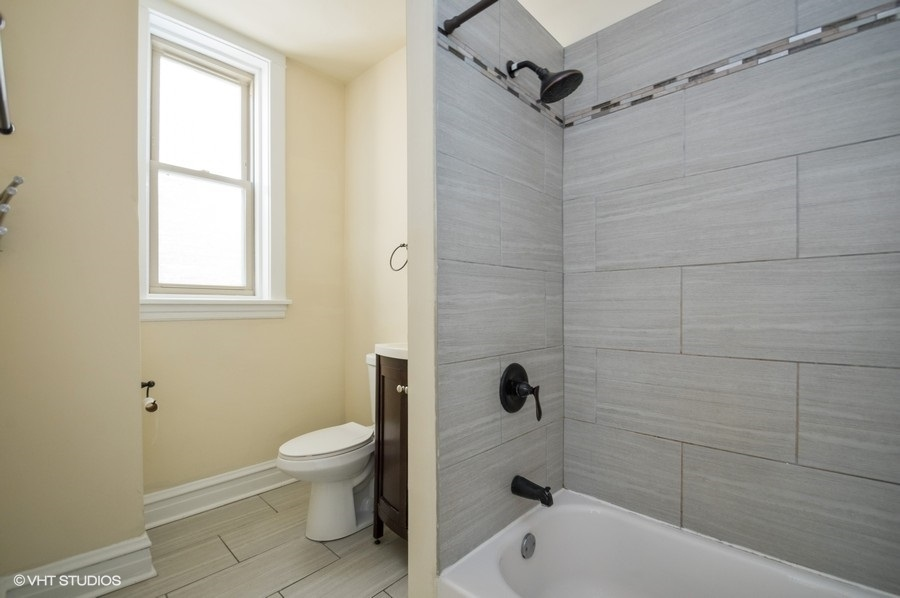 5 3625ndamen1 8 bathroom lowres