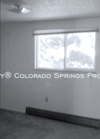 Well_maintained_2-bedroom_apartment_for_rent_on_colorado_springs_west_side_near_old_colorado_city_and_garden_of_the_gods-2