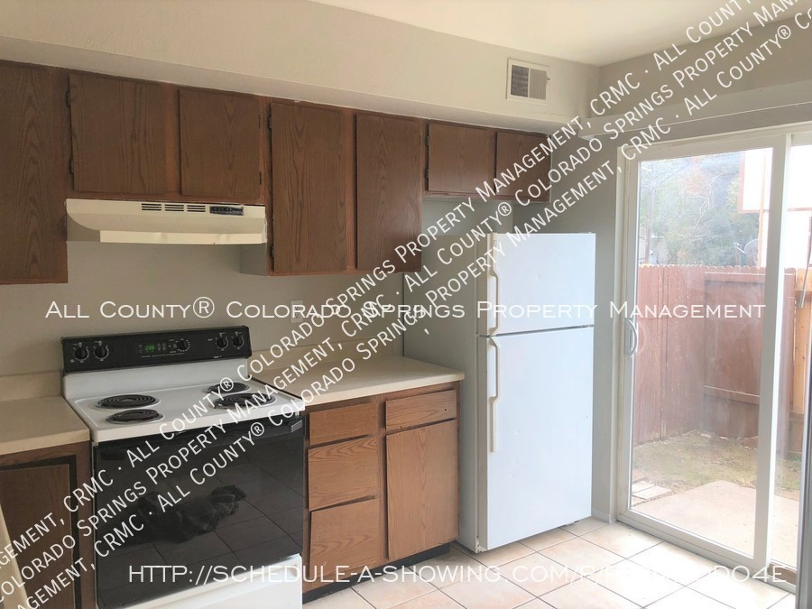 2-bedroom_fountain_apartment_for_rent_near_fort_carson_military_base_and_fountain_valley_park-kitchen3