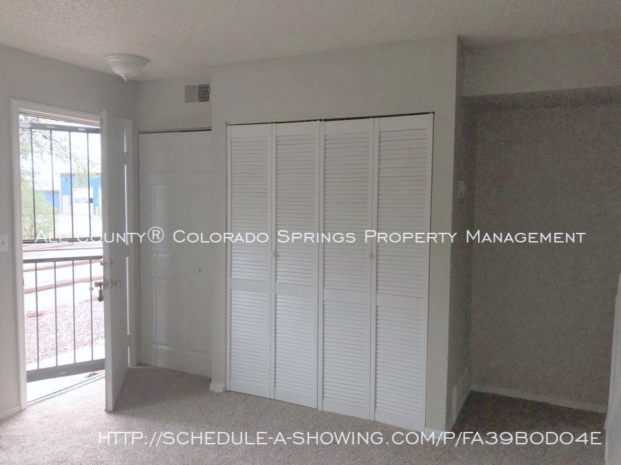 2-bedroom_fountain_apartment_for_rent_near_fort_carson_military_base_and_fountain_valley_park-living_room_entry