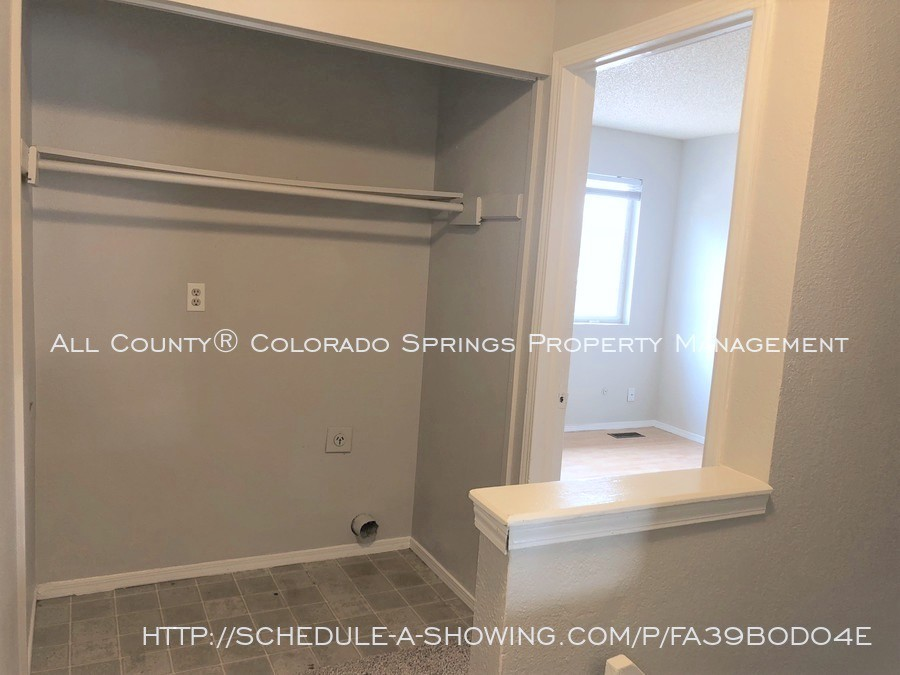 2-bedroom_fountain_apartment_for_rent_near_fort_carson_military_base_and_fountain_valley_park-hallwayt