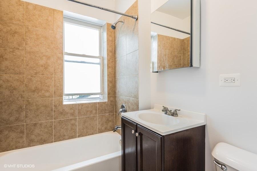 5 2118wbirchwood3 8 bathroom lowres