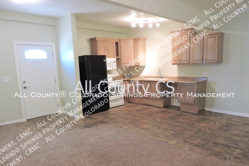 2 bedroom fountain town house for rent near aga splash park and fort carson military base a