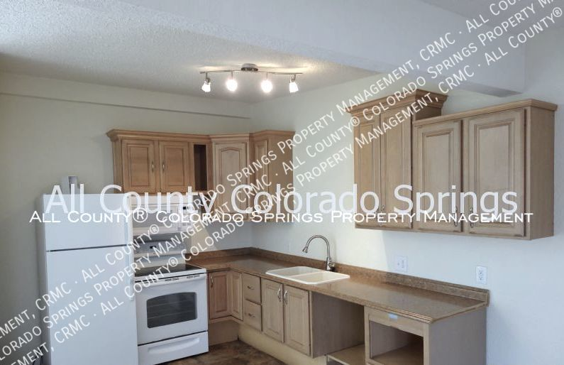 2 bedroom fountain town house for rent near aga splash park and fort carson military base 3