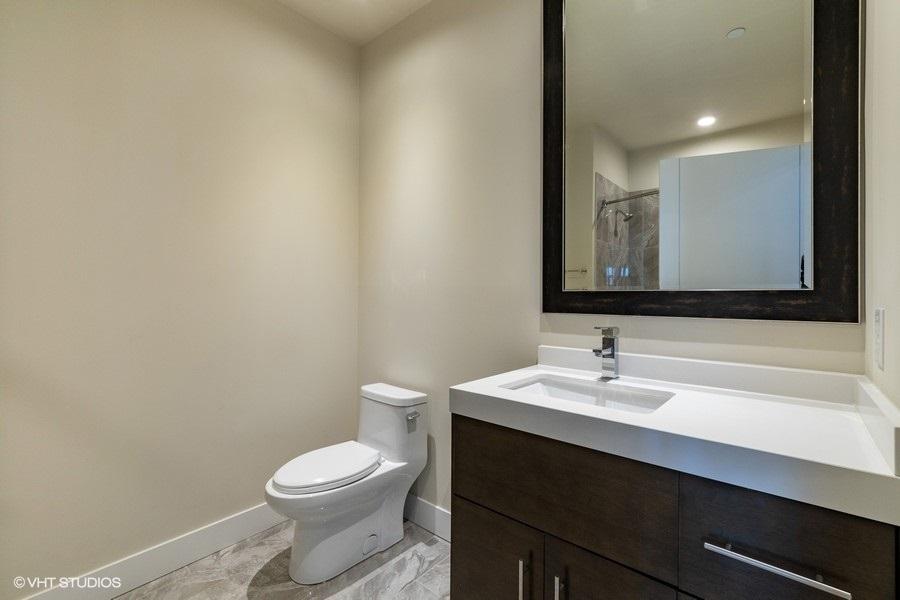 5_760central4m_323_bathroom_lowres