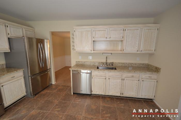 1400-foxwood-court-id692-kitchen-b